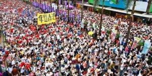 Hong Kong Suçluların İadesi Yasasını Protesto Ediyor