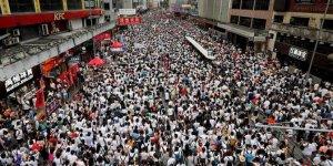 Hong Kong'daki Protestolar Sonuç Getirdi: İade Yasası Ertelendi