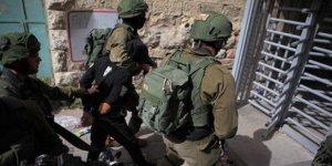 İsrail Askerleri, 1'i Çocuk 3 Kişiyi Gözaltına Aldı