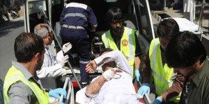 Kabil'de Savunma Bakanlığı Önünde Bomba Yüklü Araç Patlatıldı