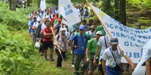 Srebrenitsa'da Katledilen Binlerce Boşnak Anılıyor