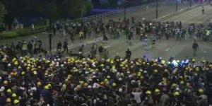Hong Kong'da 10 Binler Yine Sokakta