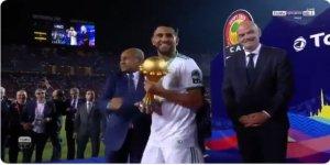 Cezayir Milli Takım Kaptanından Sisi'nin Başbakanına Protesto