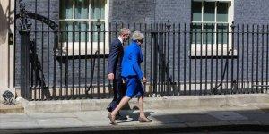 İngiltere Başbakanı May Kraliçe'ye İstifasını Sundu