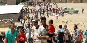 İdlib'te Çatışmalardan Kaçan Binlerce Kişi Türkiye Sınırına Geldi