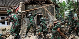 Endonezya'daki 6,8 Büyüklüğündeki Depremde 5 Kişi Öldü