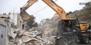 İşgalci İsrail Batı Şeria'da Filistinlilere Ait Evi Yıktı