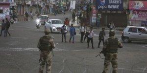 Cammu Keşmir'de, Cuma Namazında Sokağa Çıkma Yasağını Hafifletme Kararı