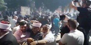 İsrail Güçleri Aksa Baskınlarını  Engellemek İsteyen Filistinlilere Saldırdı
