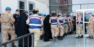 İki Müslüman Kadına Tutuklama: 4 Yetim Kimsesiz Kaldı!