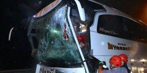 Anadolu Otoyolu'nda Yolcu Otobüsü ile Tır Çarpıştı