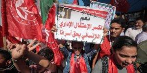 Gazze'de Siyonist İsrail Hapishanelerindeki Filistinli Tutuklulara Destek Gösterisi