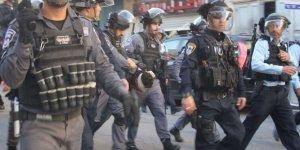 İşgal Polisi Mescid-i Aksa Bekçisini ve Üçü Çocuk Altı Kişiyi Gözaltına Aldı