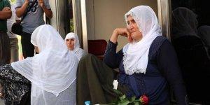 Oğlu İçin HDP Önünde Oturma Eylemi Yapan Anne: HDP Yeni Planı Devreye Koydu