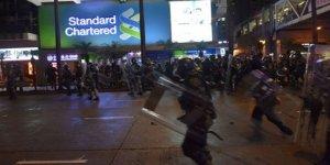 Hong Kong'da Polisin Göstericilere Müdahalesi Sürüyor