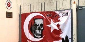 Lübnan'da Türkiye Büyükelçiliği Önünde Provokatif Gösteri