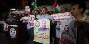 Filistinli Gazeteci Sayih'in Şehit Edilmesi Sonrası Siyonist Çete Gazze'de Protesto Edildi