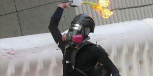 Hong Kong'da Polisten Protestoculara Tehdit
