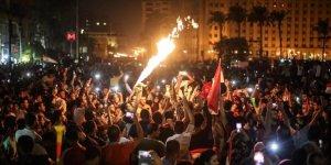 Mısır'daki Gösterilerden Anlamlı Kareler ve Sisi Medyasının İnkarcı Tutumu