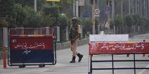 Keşmirliler Tutuklanan Yakınlarını Görmek İçin Mücadele Ediyor
