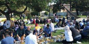 İBB'de İşten Çıkarılan İşçiler Vatandaşlarla Bir Araya Geldi