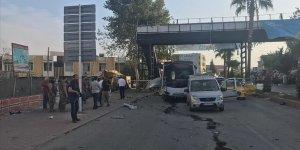Adana'da Polisleri Taşıyan Otobüse Saldırı