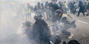 Hong Kong Polisinden Protestoculara Biber Gazıyla Müdahale