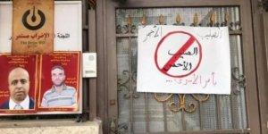 Filistinli Aktivistler Ramallah'ta Kızılhaç Binasını Kapattı