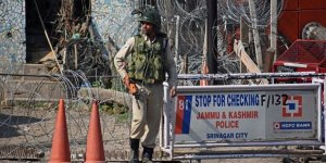Keşmir'de Bombalı Saldırı: 10 Yaralı