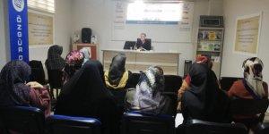 Tatvan Özgür-Der'de ''Kur'an'da Mümin Kadın'' Konulu Seminer Yapıldı