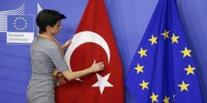 AB Sözcüsünden Türkiye'ye Tehdit: Mülteciler Türkiye'de Kalmazsa Para Yardımını Keseriz!