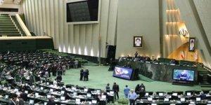 İran Meclisi'nde Hazar Denizi Protestosu