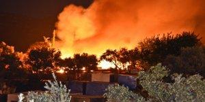 Sisam Adası'ndaki Mülteci Kampında Yangın