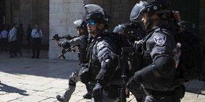İşgal Güçleri 10 Filistinliyi Gözaltına Aldı