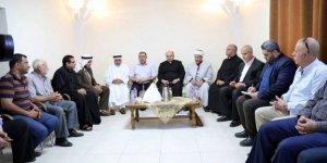 Hamas Heyeti Gazze'deki Deir El-Latin Kilisesi'ni Ziyaret Etti