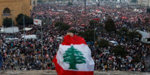 Hizbulesed Lübnan'da Gösteri Yapan Sivillere Saldırdı!