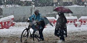 Cammu Keşmir'de Yoğun Kar Nedeniyle 6 Kişi Öldü