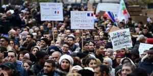 Fransa'da On Binlerce Kişi İslam Nefretine Karşı Yürüdü