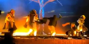 Suudi Arabistan'da Bir Kişi Tiyatro Sahnesine Saldırdı