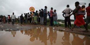 Nijerya'da Sel Binlerce Kişiyi Yerinden Etti