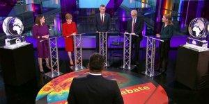 İngiliz Başbakan Televizyon Programında Eriyen Buz Blokuyla Temsil Edildi