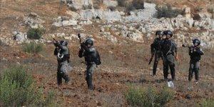 İşgalciler Gazze Sınırında Filistinli Bir Çocuğu Şehit Etti