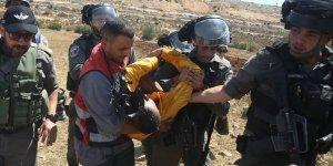 Siyonist İşgal Güçleri 2'si Çocuk 18 Filistinliyi Gözaltına Aldı