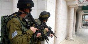 Siyonist İşgal Güçleri Batı Şeria'da 9 Filistinliyi Gözaltına Aldı