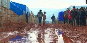 Rusya ve Esed'in Saldırılarından Kaçan Suriyeliler Çadırlarda Yaşam Mücadelesi Veriyor