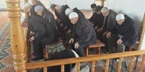 Camilerdeki Sabit Oturaklar Kaldırılacak