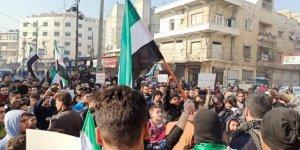 Esed, İran ve Rusya'yı Protesto Eden Suriyeliler Türkiye'den Saldırılara Engel Olmasını İstedi