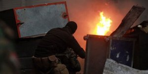 Irak'ın Zikar Vilayetinde Protestocular Parti Binalarını Ateşe Verdi