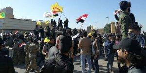 Iraklı Şii Protestocular ABD'nin Bağdat Büyükelçiliği Binasını Basarak İçeri Girdi
