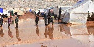 İdlib'de Çamur Altında Kalan Kampta Çaresiz Bekleyiş!